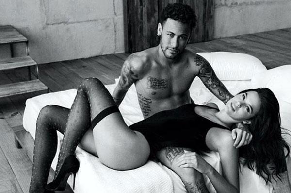 Người yêu Neymar đóng cảnh nóng, để bạn diễn sờ vòng một - 1