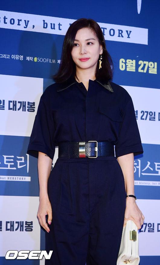 Dư buổi chiếu phim hôm 14/6 có nhiều gương mặt quen thuộc của màn ảnh Hàn thập niên 1990như Go So Young, bà xã Jang Dong Gun. Cô từng góp mặt trong nhiều bộ phim hot những năm 90 như Gió thổi khúc tình yêu, Cú đấm, Nụ hôn đầu...