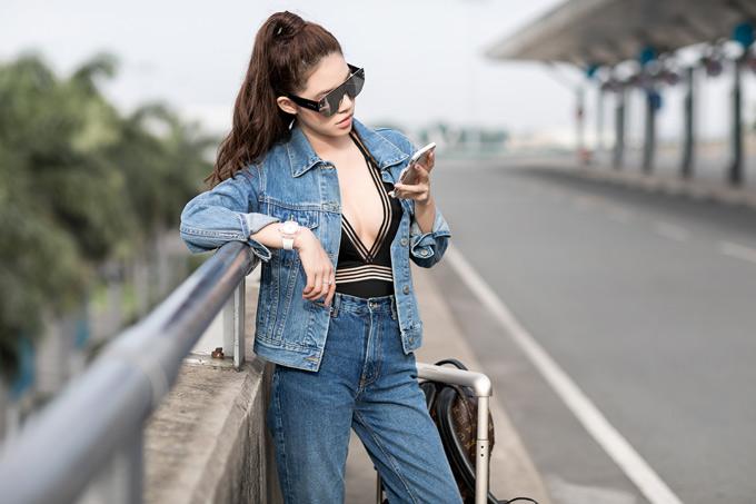 Jolie Nguyễn là thành viên hội con nhà giàu Việt Nam. Cô luôn mặc trang phục, phụ kiện hàng hiệu.