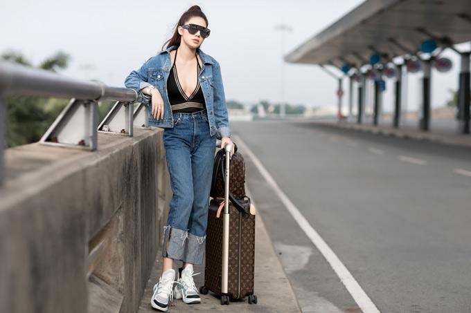 Jolie dự định ở lại Singapore vài ngày sau sự kiện để đi tham quan, mua sắm. Cô sẽ về nước vào chủ nhật tới.