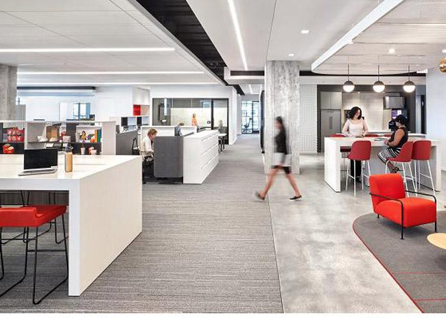 Văn phòng mở là mục tiêu của hãng nhằm đem lại không khí thân thiện và kết nối mọi nhân viên trong công ty. Ảnh. CNBC.