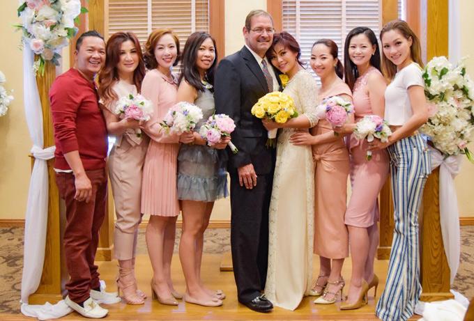 Ngọc Anh và chồng Tây trong lễ chứng hôn tại nhà thờ, hôm 14/6.