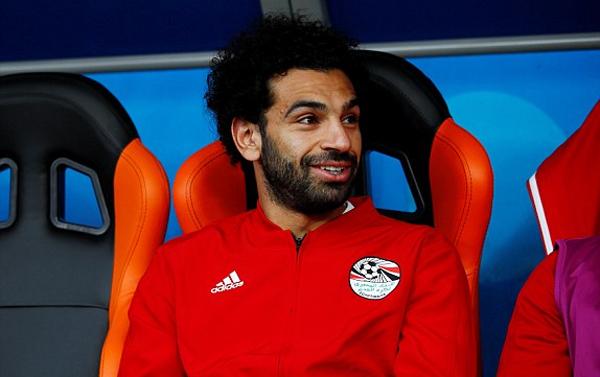 Salah ngồi dự bị và không được ra sân trong ngày sinh nhật thứ 26 của ạnh. Ảnh: Reuters.