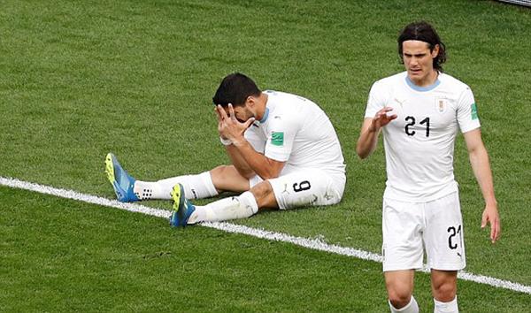 Cavani thi đấu tốt hơn Suarez nhưng cũng thiếu duyên ghi bàn. Ảnh: Reuters.