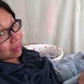 Bà mẹ Malaysia kiêng cữ một tháng không tắm gội dù cơ thể bốc mùi