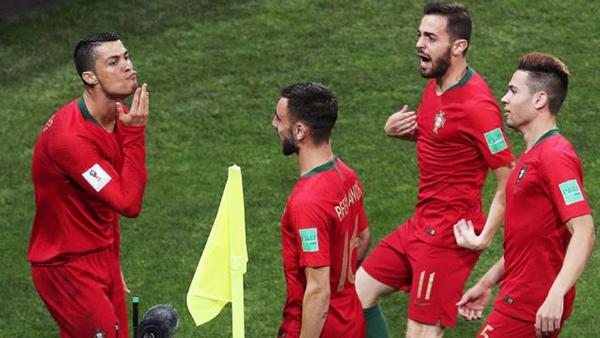 C. Ronaldo mừng bàn thắng mở tỷ số trong trận gặp Bồ Đào Nha. Ảnh: ESPN.