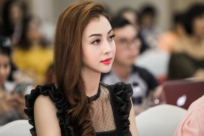 Vợ chồng cô và hai con nhỏ đang sống ở Hà Nội, trong khi con trai đầu lòng Bảo Nam ở cùng ông bà ngoại tại Mỹ. Hoa hậu vẫn đau đau mong mỏi con trai về nước để đoàn tụ với mình.