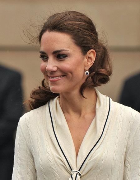 Những món quà đắt giá Kate được nhận từ khi làm dâu hoàng gia Anh - 2