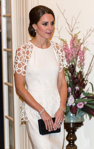 Những món quà đắt giá Kate được nhận từ khi làm dâu hoàng gia Anh - 3
