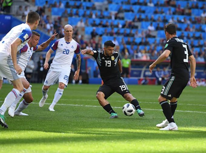 Ở trận đấu này, Argentina là đội mở tỷ số trước sau pha xoay trở khéo léo và dứt điểm rất căngcủa Aguero ở phút 19.