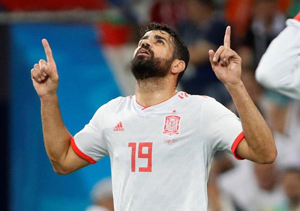Diego Costa quân bình tỷ số cho Tây Ban Nha. Ảnh: Reuters.