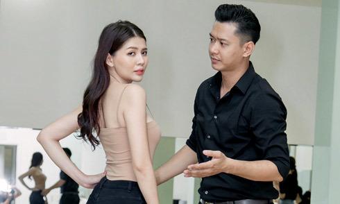 Hồ Đức Vĩnh luyện catwalk cho thí sinh Siêu mẫu Việt Nam