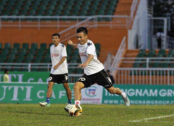 Quang Hải là quân bài chủ chốt của đội bóng thủ đô. Tiền vệ sinh năm 1997có 4 bàn thắng sau 12 lần ra sân ở mùa giải năm nay.