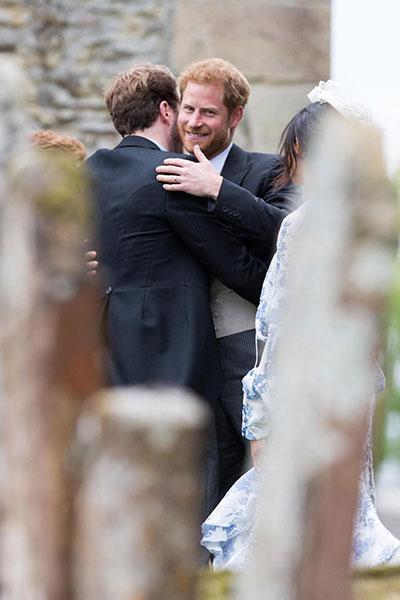 Vợ chồng Harry sánh đôi dự đám cưới của cháu Công nương Diana - 7