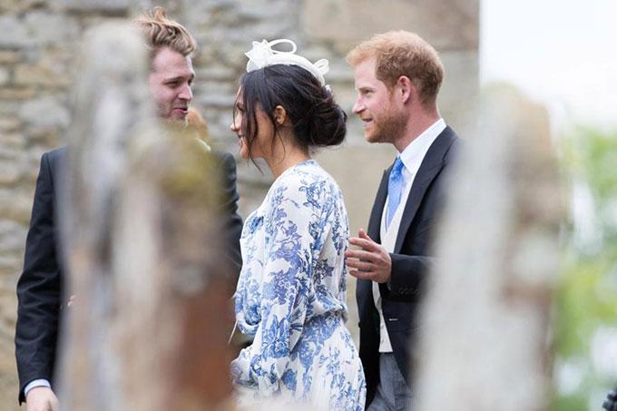 Vợ chồng Harry sánh đôi dự đám cưới của cháu Công nương Diana - 8