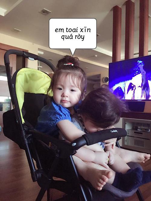 Elly Trần nhớ lại thời điểm khi hai con còn bé sau khi xem bức ảnh ngày này năm xưa được Facebook nhắc lại.
