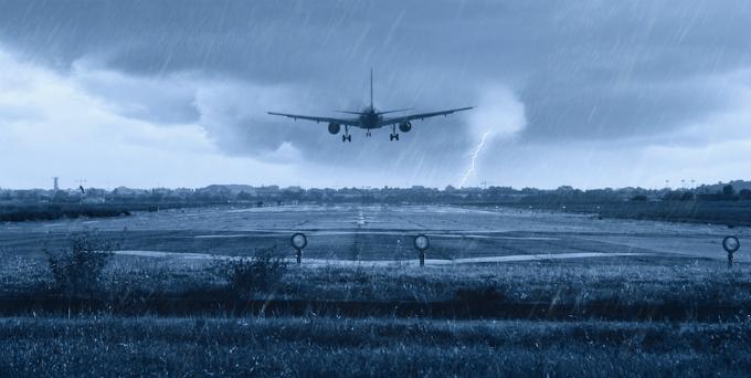 Máy bay không thể bị rơi dù gió mạnh đến mức nào.