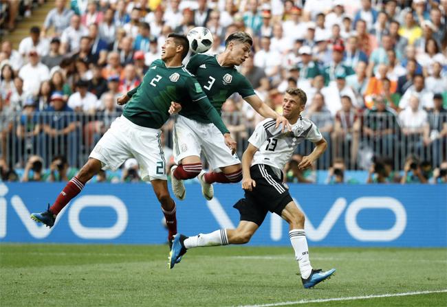 Muller thi đấu mờ nhạt, không còn hình ảnh của anh 4 năm về trước. Ảnh: Reuters