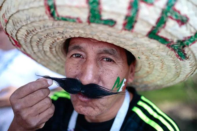 Nón sombrero bắt đầu xuất hiện ở World Cup 2018. Món trang phục truyền thống của Mexico trở thành sự khác biệt tại mỗi giải đấu lớn.