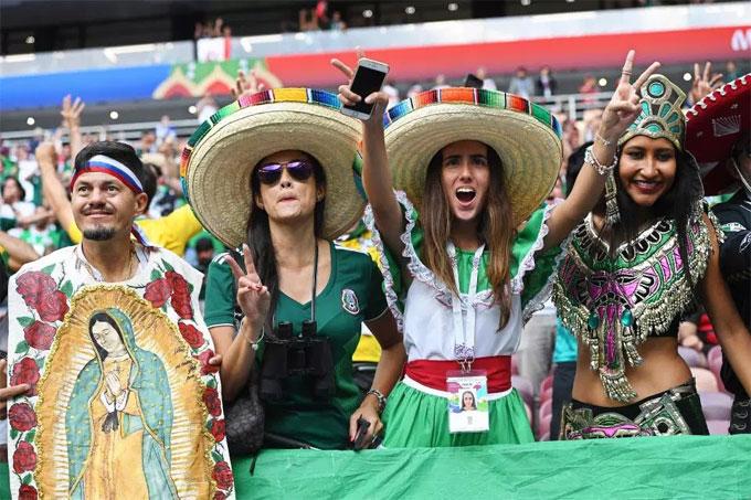Fan Mexico xuất hiện, World Cup sáng bừng rực rỡ - 9