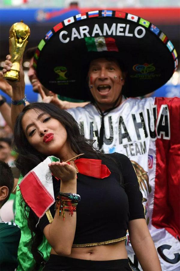 Fan Mexico xuất hiện, World Cup sáng bừng rực rỡ - 10