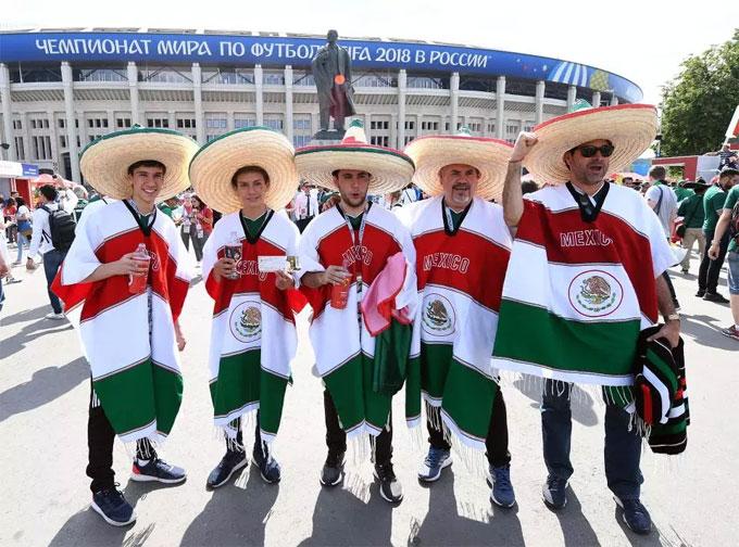 Fan Mexico xuất hiện, World Cup sáng bừng rực rỡ - 12