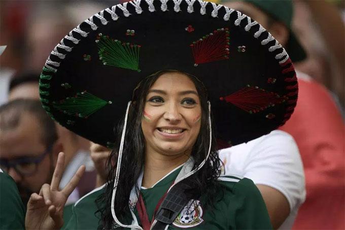 Fan Mexico xuất hiện, World Cup sáng bừng rực rỡ - 13