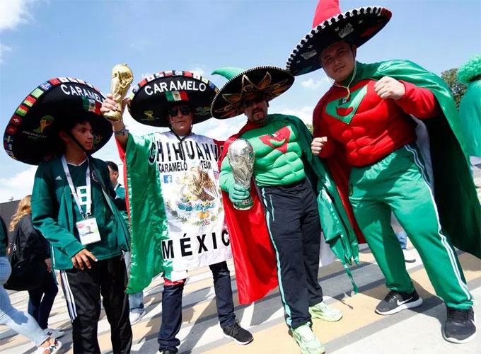 Fan Mexico xuất hiện, World Cup sáng bừng rực rỡ - 5