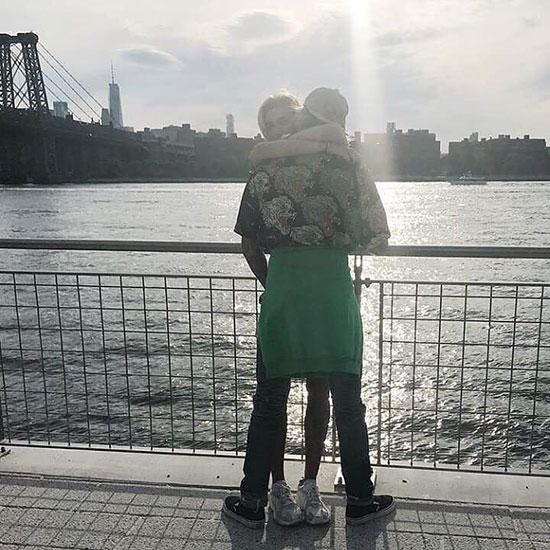 Sau một tuần đi chơi cùng nhau từ Florida tới New York, Justin đã thoải mái công khai chuyện tình cảm với Hailey. Họ từng có một tình trường phức tạp, là bạn thân rồi yêu nhau, sau đó chia tay và từ mặt nhau nhưng đã nối lại tình bạn vào cuối năm ngoái.