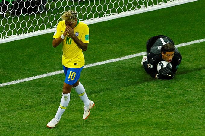 Neymar có cơ hội nhưng không một lần thành công. Ảnh: AP.