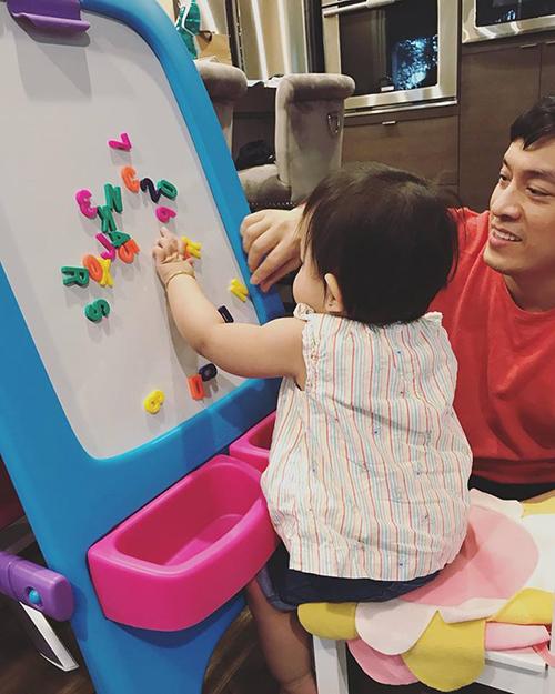 Nhân ngày của cha, Yến Phương đăng ảnh hai bố con Lam Trường với chia sẻ: Happy Fathers day. Bì yêu ba Lam Trường nhất trên đời.