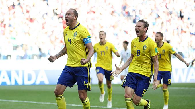 Granqvist mừng bàn thắng duy nhất của trận đấu. Ảnh: FIFA.