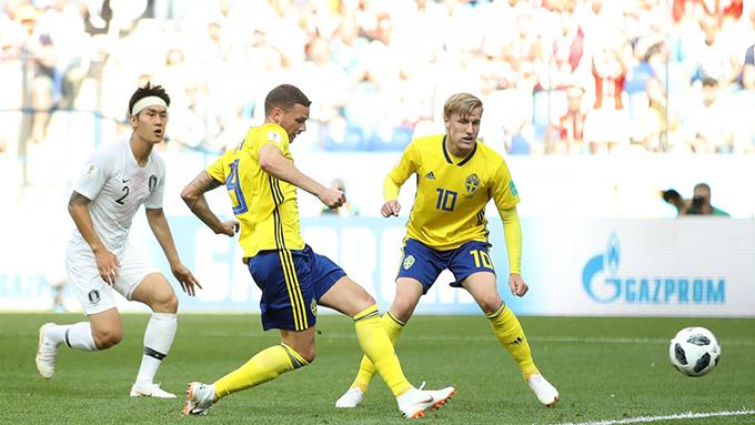 Tuyển Thuỵ Điển có nhiều cơ hội nguy hiểm sau khi lấy lại thế trận. Ảnh: FIFA.