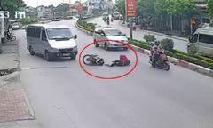 Tránh ôtô khách, hai người phụ nữ bị xe máy tông ngã nhào
