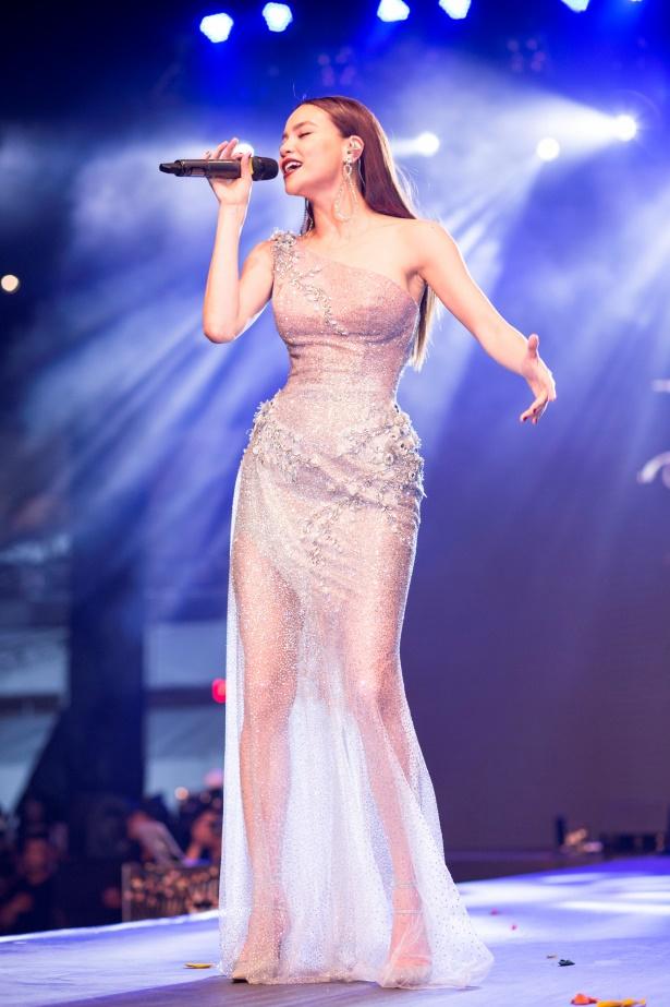 Ngoài ra, chương trình có sự góp mặt của nhiều ngườinổi tiếng như: Ca sĩ Hồ Ngọc Hà, Á hậu Huyền My, Ca sĩ Anh Tuấn, diễn viên Phanh Lee, vợ chồng NSND Lan Hương  Đỗ Kỷ...
