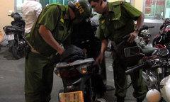 Cảnh sát Hà Nội vây đoàn xe máy đánh võng sau trận đấu World Cup