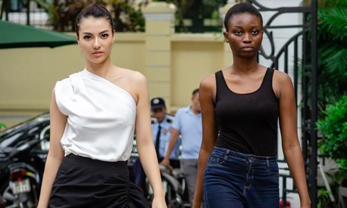 Hồng Quế đọ khả năng catwalk với mẫu ngoại quốc