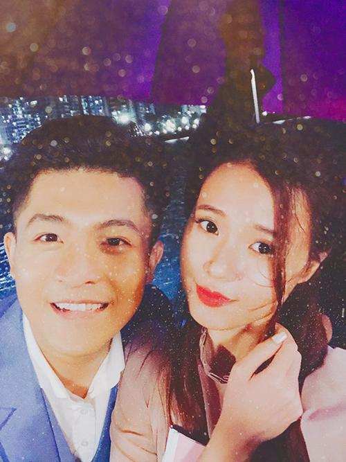Midu và Harry Lu được khen đẹp đôi khi cùng nhau quay hình dưới màn mưa lãng mạn.