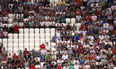 Một phần tư khán đài bỏ trống khi tuyển Anh ra quân ở World Cup