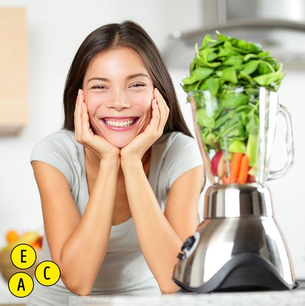 Các loại rau lá xanh như rau bina và cải xoăn chứa nhiều vitamin mà da yêu thích, bao gồm vitamin A, C, và E. Vitamin A kiểm soát quá trình sản xuất bã nhờn, vitamin C tăng cường collagen và vitamin E bảo vệ khỏi tác hại oxy hóa. Cùng nhau, chúng giúp làn da của bạn duy trì độ ẩm, đầy đặn, không nhăn và không bị đốm. Cả rau bina và cải xoăn cũng có tác dụng chống viêm, chống bùng phát trong ruột và do đó, làn da của bạn.