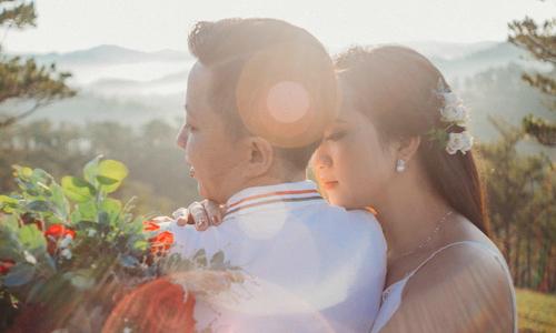 Ảnh cưới gây sốt của nàng 'gái thẳng bị bẻ cong'