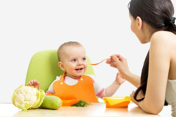 Cha mẹ cần bổ sung chất béo đúng cách trong từng bữa ăn của trẻ.