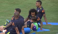 Marcelo mang con trai tới sân tập ở World Cup