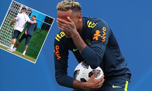 Neymar tập tễnh rời sân tập sớm, nguy cơ lỡ trận gặp Costa Rica