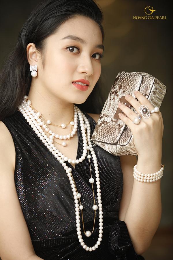 Phong cách quyền quýdễ kiến tạo với ngọc trai bởi đây là món trang sức được mệnh danh dành cho giới thượng lưu.