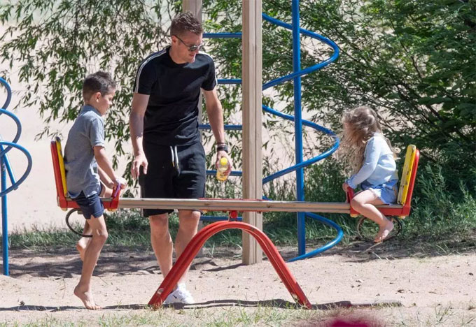 Jamie Vardy and his two kids enjoyed some time at the playground on Wednesday afternoon