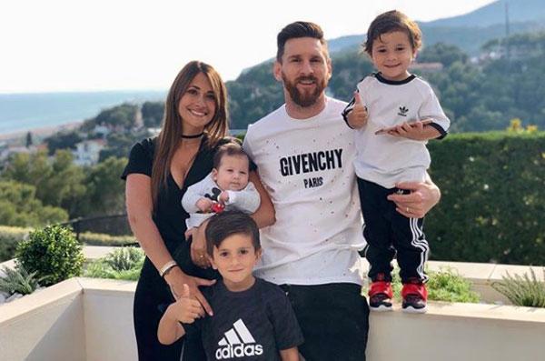Mẹ tiết lộ Messi khóc nhiều lần vì tuyển Argentina - 1