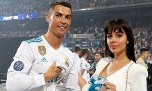 Bạn gái C. Ronaldo phủ nhận mang bầu