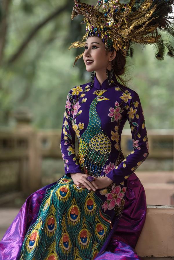 Tôi muốn giới thiệu hình ảnh con người và văn hóa Việt Nam qua những trang phục mình mặc tại Hoa hậu châu Á Thế giới, Chi Nguyễn nói.