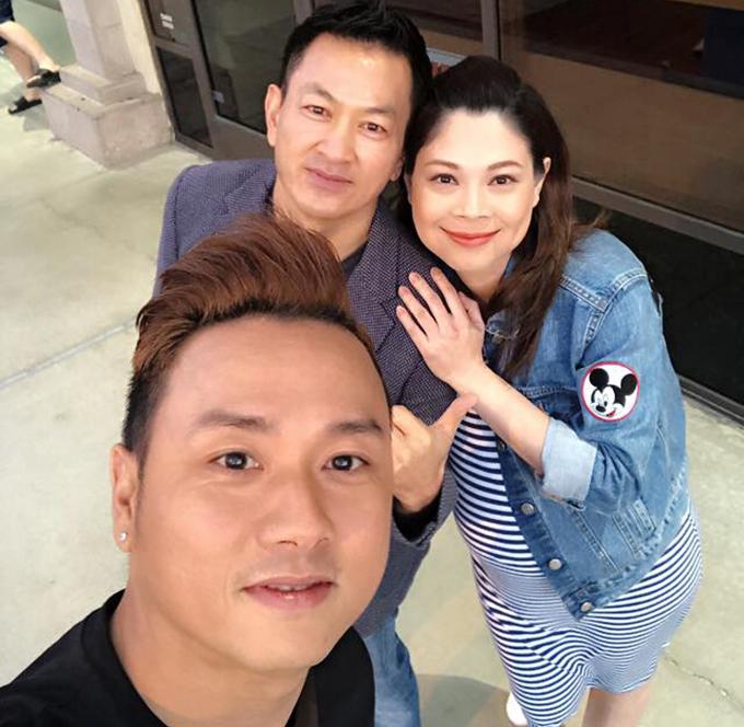 Dù mang bầu ở tháng cuối cùng nhưng Thanh Thảo vẫn tranh thủ đi gặp bạn bè. Cô và bạn trai tới gặp ca sĩ Quang Dũng và Hàn Thái Tú.